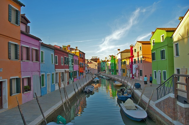 Colorful-Burano-houses-in-Venice-Italy